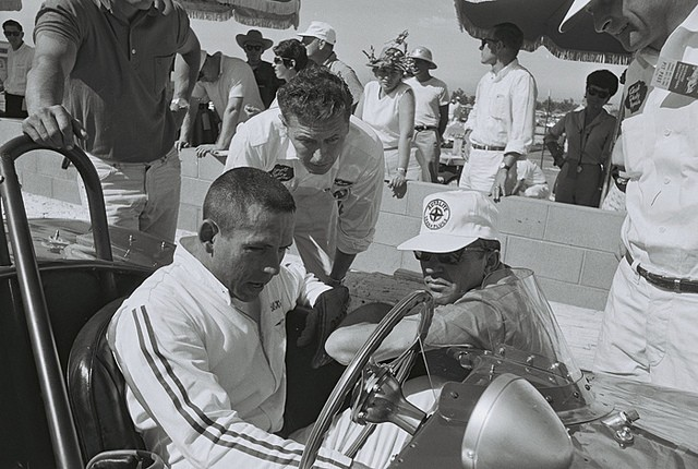 Carroll Shelby, Phil Remington and Bill Krause in Cobra at Riverside 1962